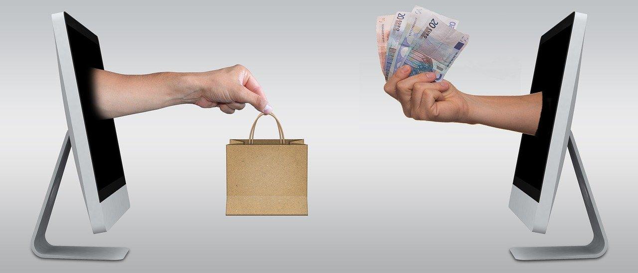Acheter ou non des vêtements dans des sites de vente en ligne.